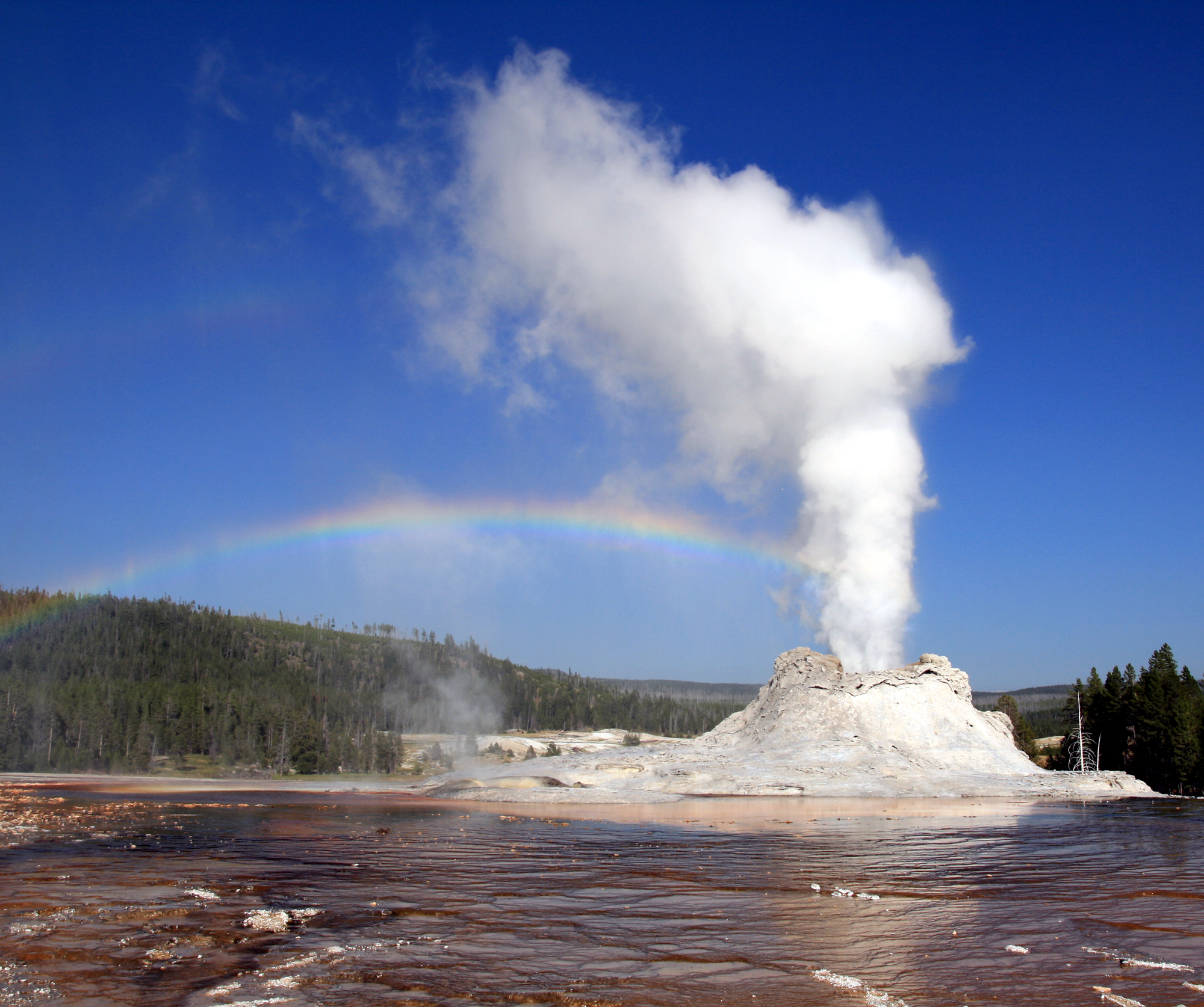 Steam_Phase_eruption_of_Castle_geyser_with_double_rainbow