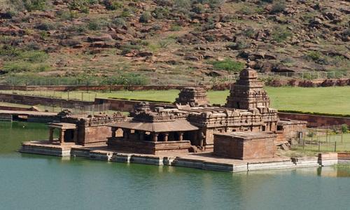 640px-Close_up_view_of_Bhutanatha_temple_at_Badami,_Karnataka,_India