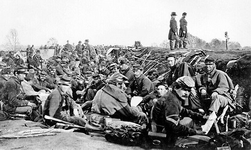 640px-Union_soldiers_entrenched_along_the_west_bank_of_the_Rappahannock_River_at_Fredericksburg,_Virginia_(111-B-157)
