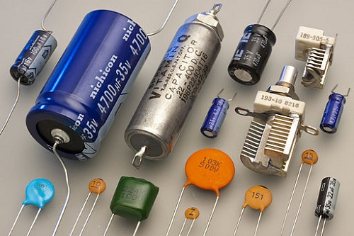 Difference between Capacitor and Battery-1