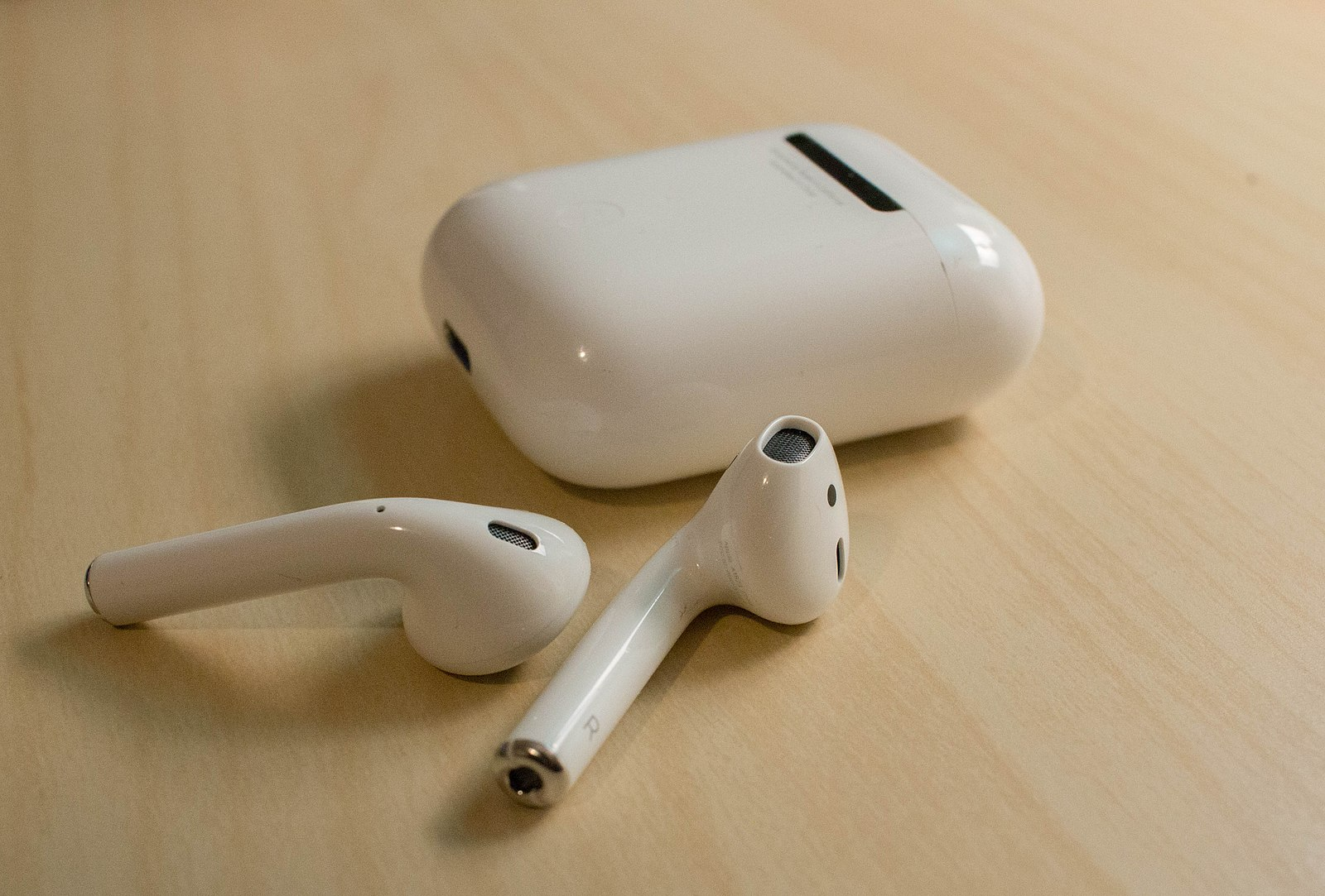 Difference Between Airpods 1 And Airpods 2 Difference Between